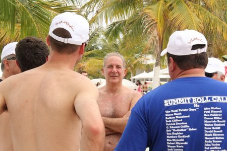 Peter-Schiff- talking-with-investors-beach-party-640w